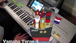 Yamaha Tyros 3: Zie ginds komt de stoomboot (karaoke)