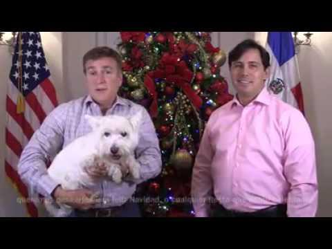 James Brewster y su esposo felicitan a los dominicanos por las navidades