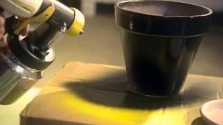 Peindre un pot à fleurs avec un pistolet à peinture / Bloempotten schilderen met een verfspuit