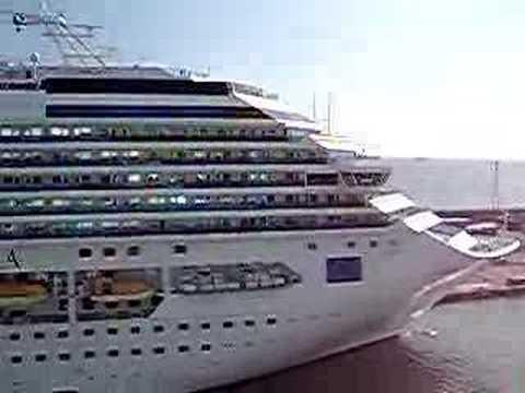 Cruise Ship Horn Battle - YouTube