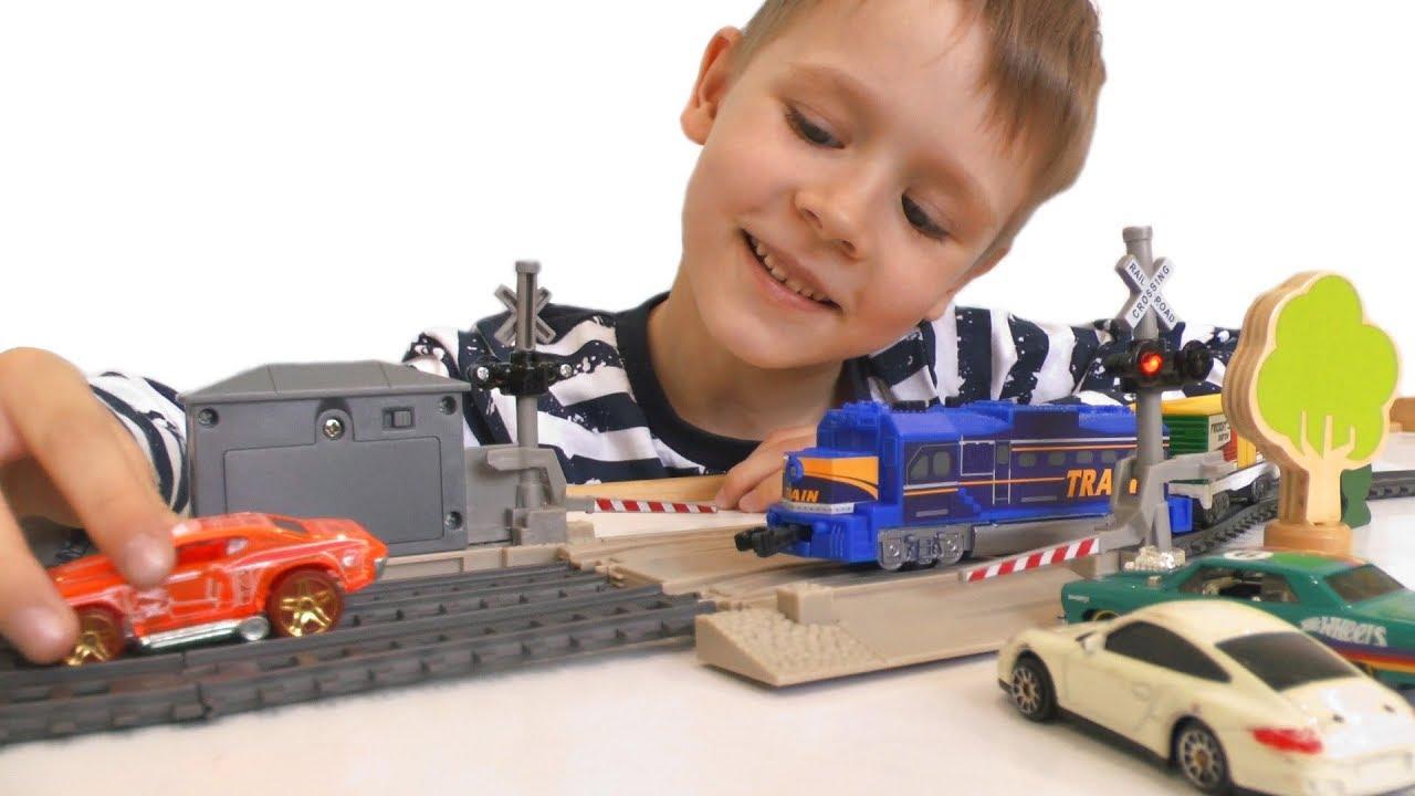 Игрушечная Железная дорога и Поезд - Видео про поезда и машинки для детей - Игрушки для мальчиков