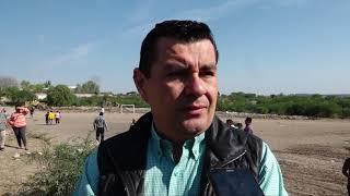 Personal del gobierno  de Dolores Hidalgo limpia terreno baldío
