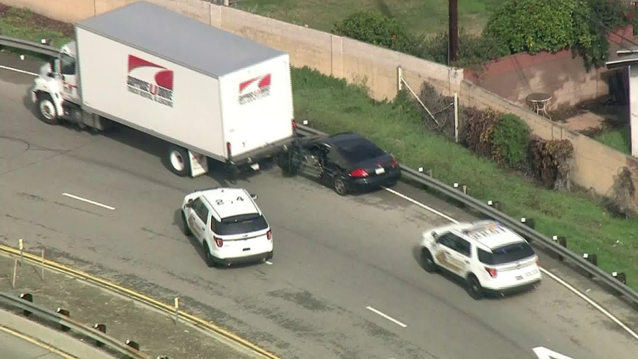 Truck driver stops car in high-speed LA chase | Chase on a Los Angeles Freeway | Video