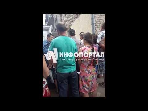 Очередь в паспортный стол Жовтневого района Луганска