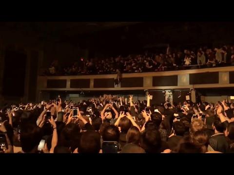 Mac DeMarco - Crowd Surf & Balcony Dive (Toronto II 2017)