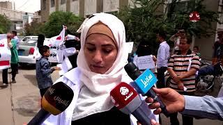الكادر الأداري والطبي بمستشفى الثورة بتعز يحتجون على التعسفات من قبل رئاسة الهيئة