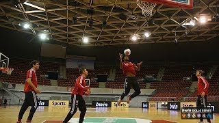 Video FC Bayern München stars show off their skills... on the basketball court! download MP3, 3GP, MP4, WEBM, AVI, FLV Juli 2018