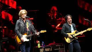"""Maneater"" Hall & Oates@Capital One Arena Washington DC 6/11/18"