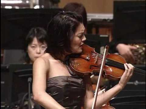 Anne Akiko Meyers Performs the 1st part of Mendelssohn Violin Concerto Op.64 in E Minor
