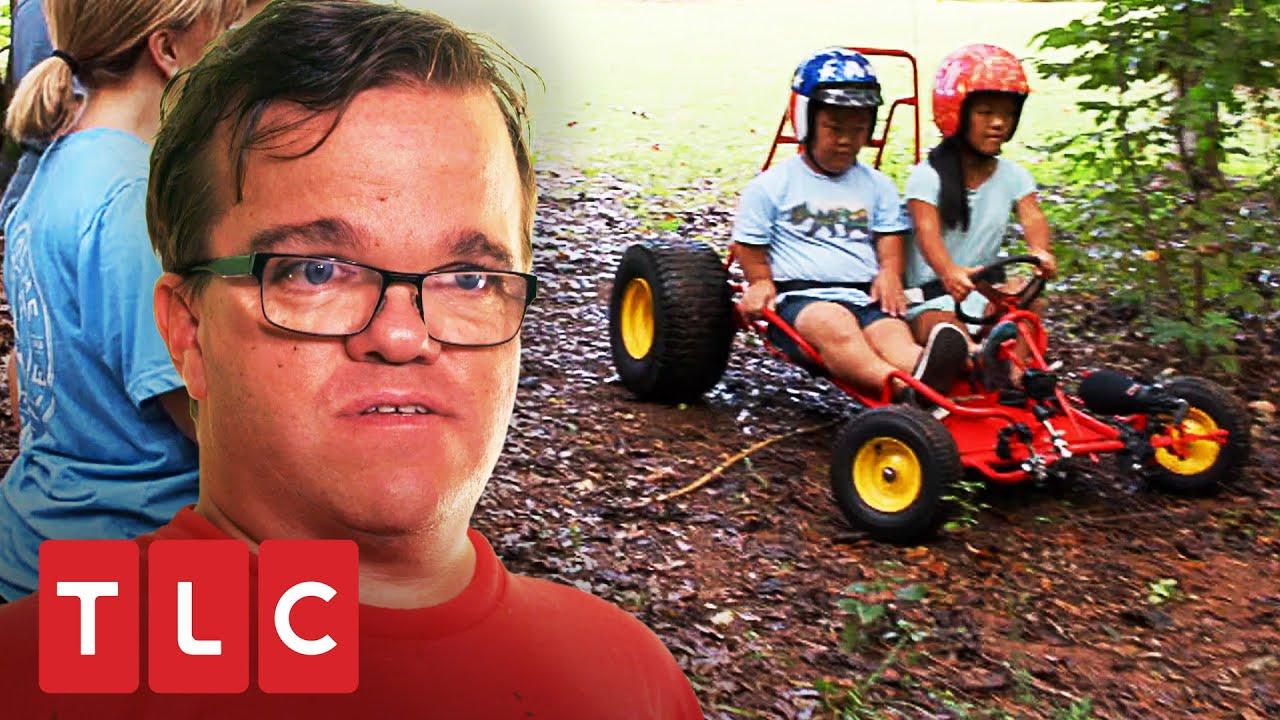 Emma y Alex conduciendo tienen accidente con una cámara   Una gran familia   TLC Latinoamérica
