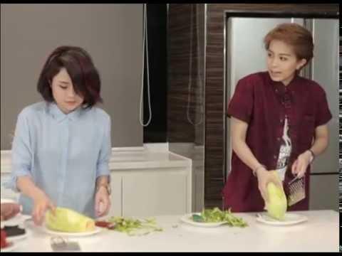 [Bếp Chiến] Gil Lê và Thái Trinh làm gỏi khô bò  (Phần 2)