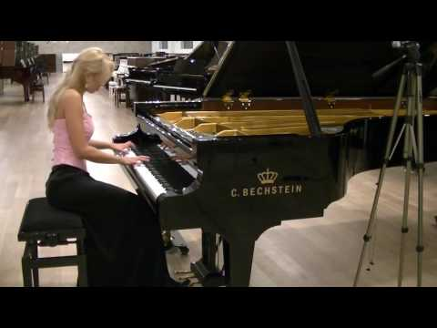 R.  Schumann Fantasiestücke Op.  12 Aufschwung, plays Anna Lipiak