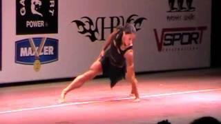 Выступление женщин в категории фитнесс