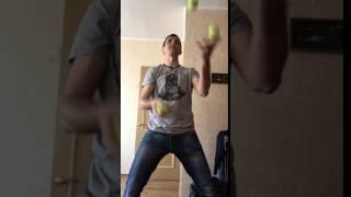 Жонглирование 4 мячами (Учусь, просто нравится!)