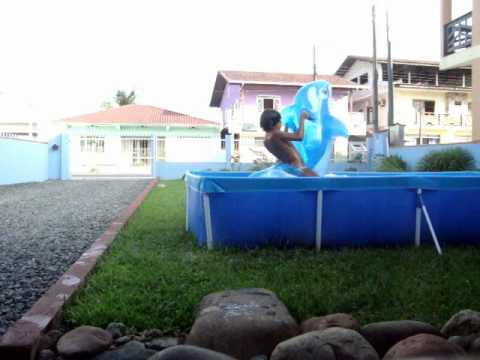Praia de pobre piscina de pl stico youtube for Piscina u de chile