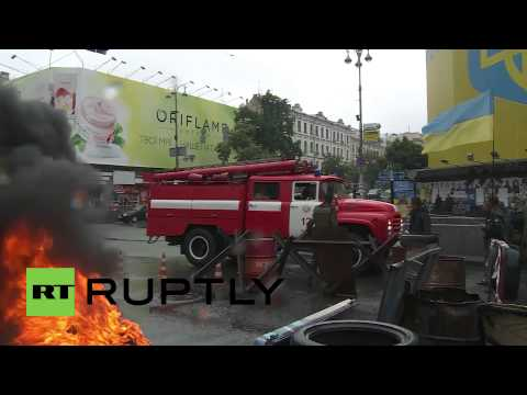 Ukraine: Maidan activists set barricades alight in Kiev
