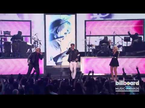 """Pitbull, Christina Aguilera & Morten Harket - """"Feel This Moment"""" / """"Take on Me"""" (Live)"""