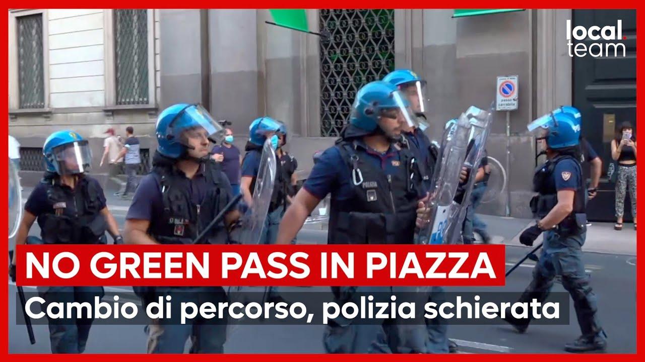 Milano, nuovo sabato di proteste No Green Pass: polizia schierata, manifestanti deviano dal percorso