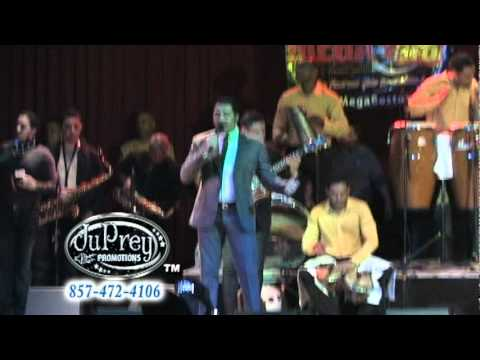 Frank Reyes - Amor A La Distancia {Live}