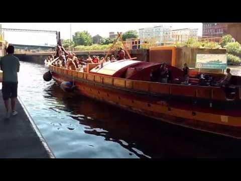 Draken Harald Harfagre enters canal