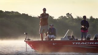 TRACKER Boats: 2017 Pro Guide V-16 SC Deep V Fishing Boat