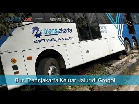 Bus Transjakarta Keluar Jalur di Grogol Petamburan