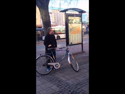 En galen man i Borlänge centrum 2014-oktober-30