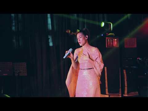 Raisa - Teduhnya Wanita (OST. Ayat Ayat Cinta 2) - LIVE @ Special Sreening AAC2 (Epiwalk)