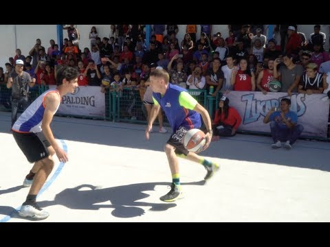 Professor hooping in Mexico City