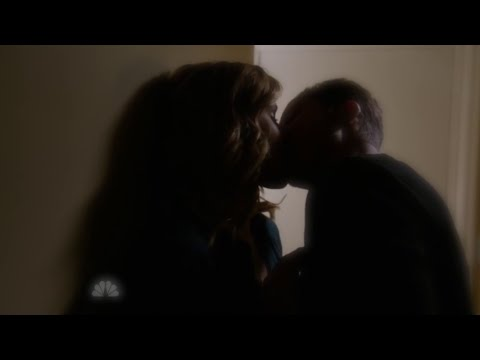 Chicago P.D. 2x13 Lindsay and Halstead Hot Make Out
