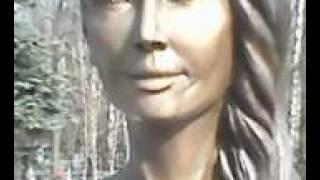 Могила Жанны Фриске и её скульптура на Николо-Архангельском кладбище.