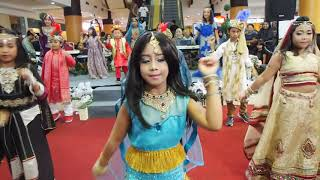 india with dancer cilik scarlet