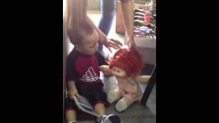 人形が、嫌いなひろとくん.