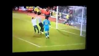 Phút 90 cổ động viên tràn xuống sân ghi bàn | Football Spectators scored Goal in last minutes