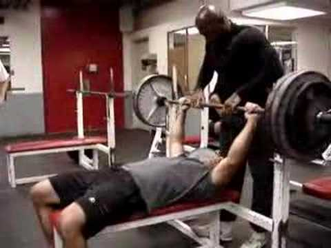 How to Bench Press with Proper Form: Definitive Guide