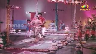 Manchamesi duppatesi video song from kondaveeti raja telugu movie on mango music, ft. chiranjeevi, vijayashanti and radha. music composed by chakravarthy. su...