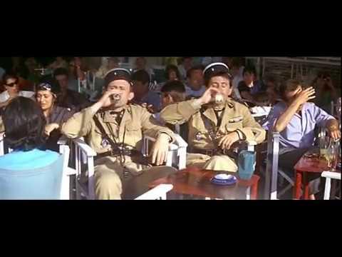 Le Gendarme de Saint Tropez. Merlot et Fougasse rajustés illico par Cruchot