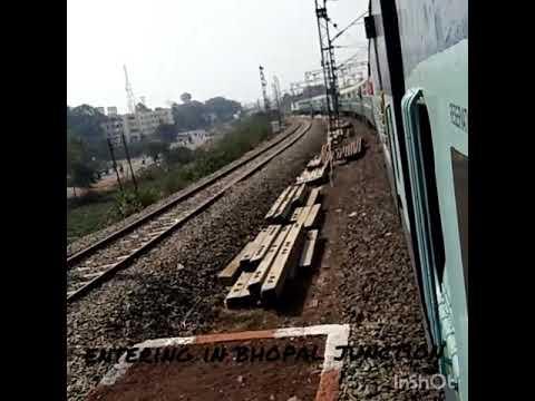 entering in bhopal junction.. 22456 kalka sainagar superfast