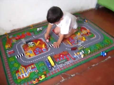 Feliz con alfombra auto mam youtube - Alfombra circuito coches ...