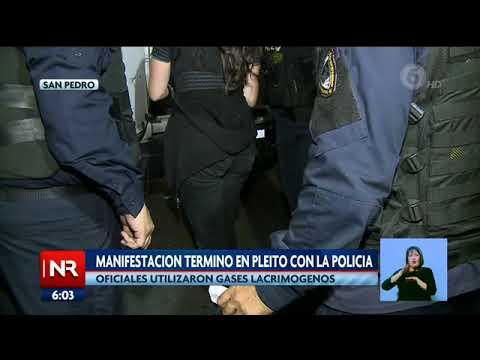manifestación-fuera-de-la-ucr-terminó-en-pleito-con-la-policía