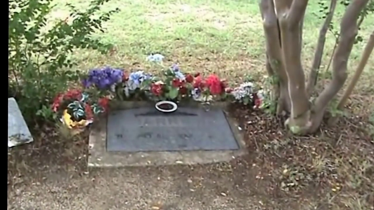 Bonnie and Clydes Graves: (Jerry Skinner Documentary)