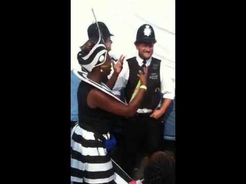 police carnaval de londres 2013