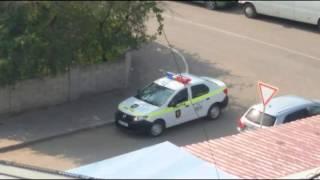 Amendează un șofer parcat neregulamentar, dar polițiștii au parcat exact la fel #Hâncești