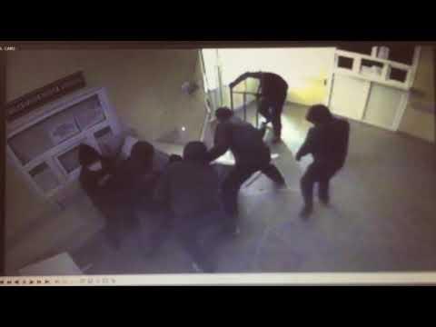 Ограбление банкомата за