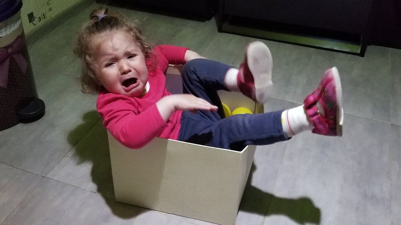 CUTE and FUNNY TODDLER got stuck in the paper box - Cute BABY LILE