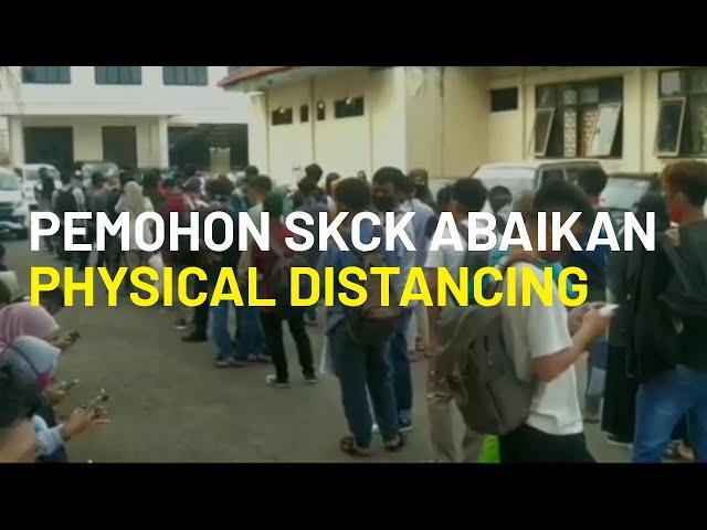 Pemohon SKCK Membludak hingga Abaikan Physical Distancing di Tasikmalaya