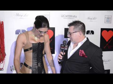 Adrianne Curry Talks About Her Transvestite-size Feet And Gaming Addiction