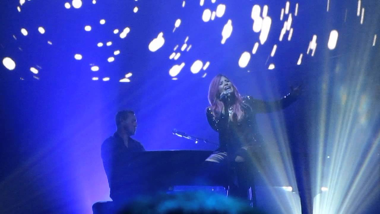 Download Demi Lovato - Nightingale live (Neon Lights Tour in Camden, NJ)