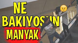 MERDİVENDE İNSANLARA GARİP GARİP BAKMAK! - ( KIZ SALDIRDI! )