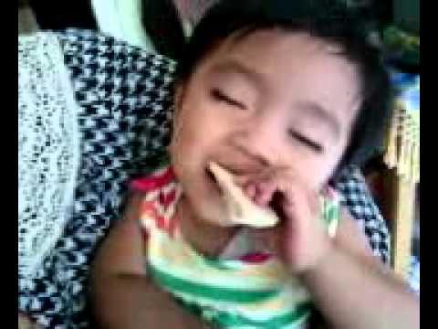 Bayi Ngantuk Sambil Makan Mp4 Youtube